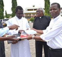 TANZANIA: Major Seminaries Get Books through 'Church In Need' Support